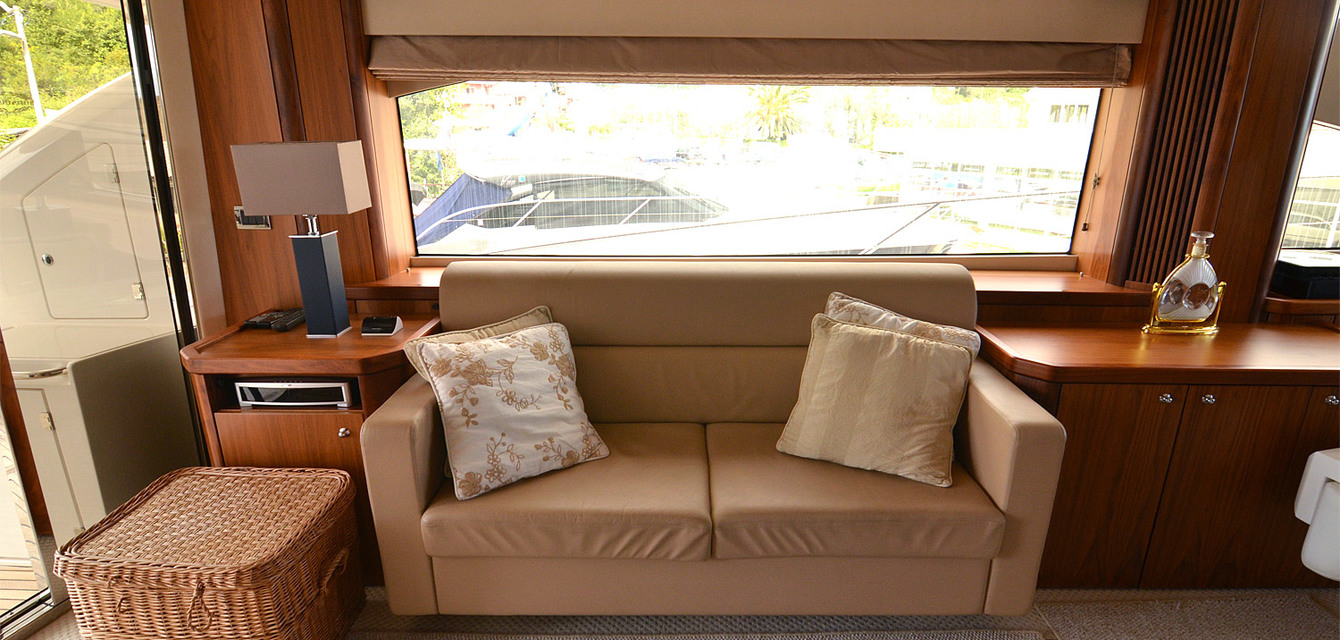 Салон Sunseeker Manhattan 70